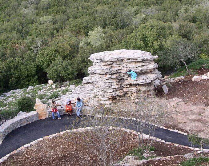 """מסלול טיול """"שביל נורמן"""" ופארק הסלעים כיסרא"""