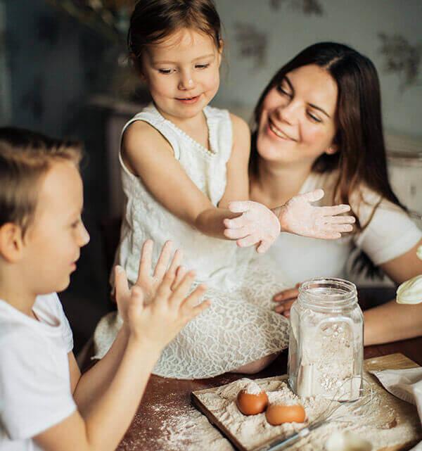 מבשלים ואופים יחד עם הילדים