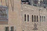 סביב חומות הקודש