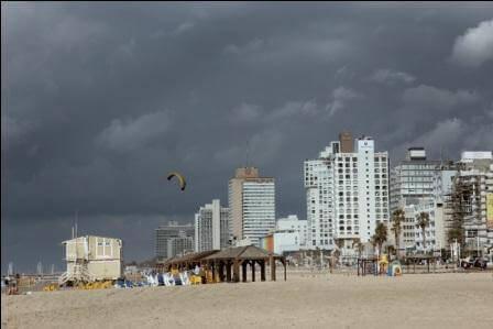 חוף שרתון, השמיים כבר לא בצבע המים (צילום אורן גבאי גולן)
