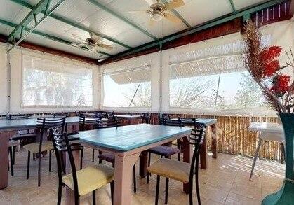 """חדר אוכל נעים ומרווח למשפחות ב""""אופק לים המלח"""""""
