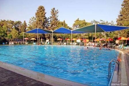 בריכת השחייה צילום: סשה אלכוב
