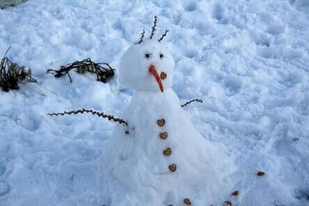 בניית איש שלג בחרמון