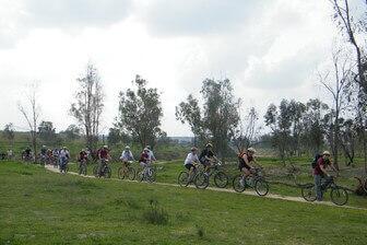 מסלול בו נתן לטייל ברגל או לרכב באופניים (התמונה בחסות מועצה שקמה הבשור)