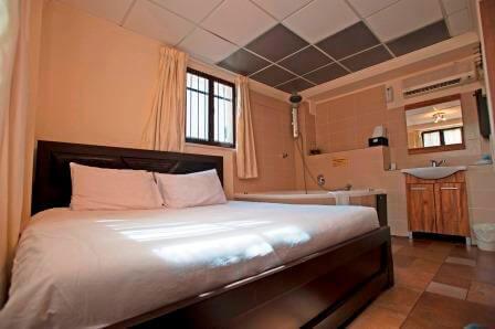 חדר אינטימי במלון הבוטיק אחוזת רוטשילד