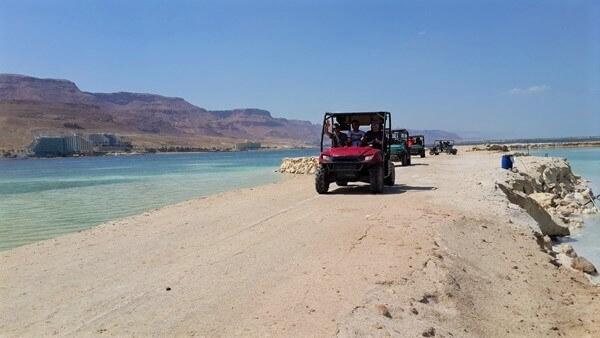 נהיגת אקסטרים בים המלח. בתמונה: טרקטורוני פרא המדבר