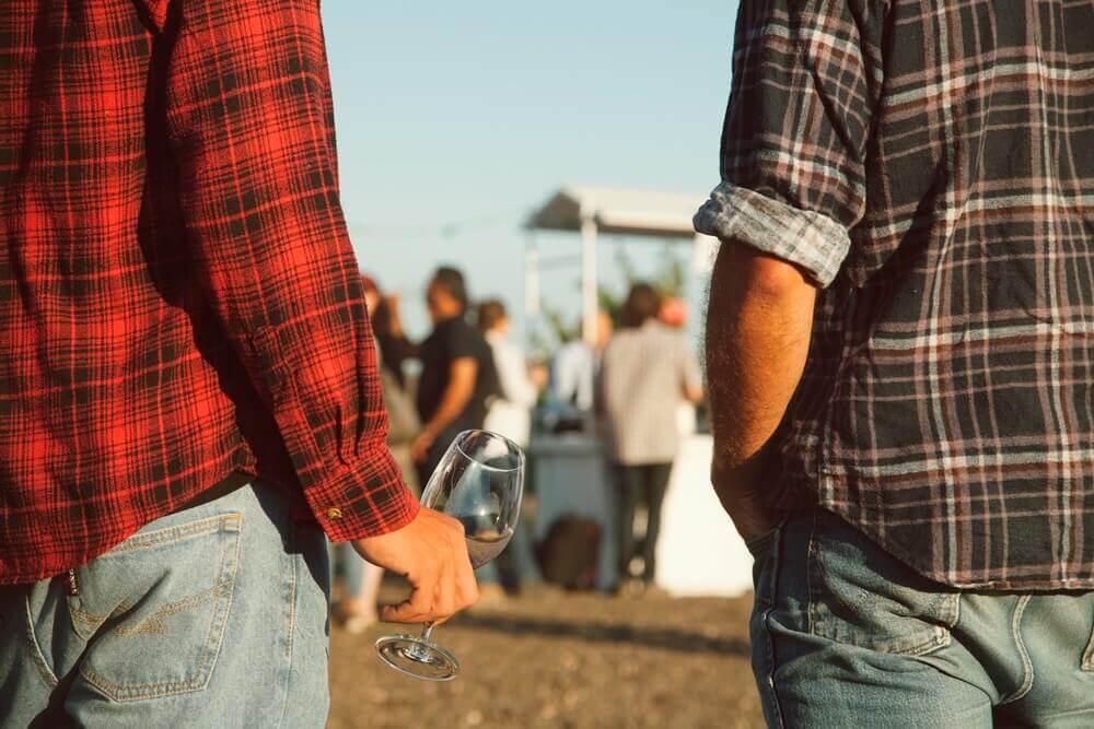טעימות חופשיות ממגוון יינות. צילום: ליאור גורנו